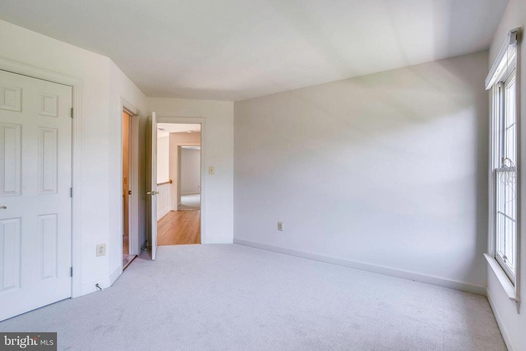 Bedroom #4 with en-suite bathroom - 11121 TOMMYE LN, RESTON