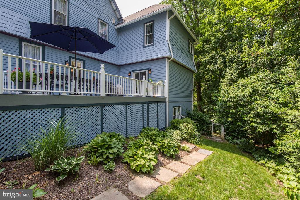Rear deck with natural gas grill included - 11019 KENILWORTH AVE, GARRETT PARK