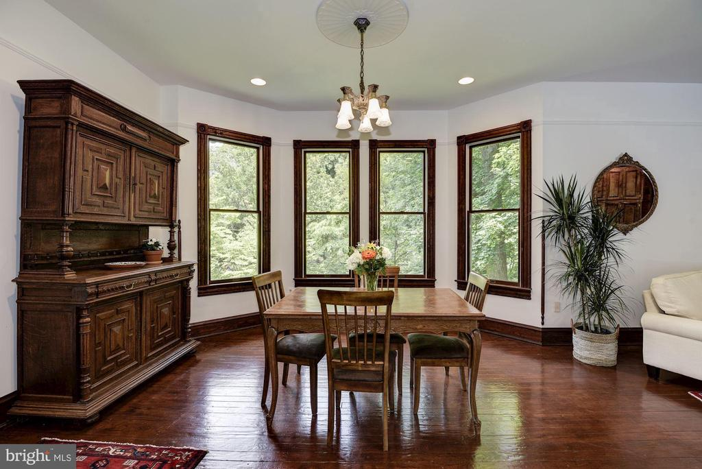 Spacious and bright breakfast dining space - 11019 KENILWORTH AVE, GARRETT PARK
