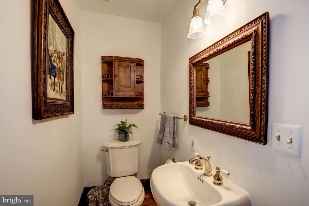 First floor powder room - 11019 KENILWORTH AVE, GARRETT PARK