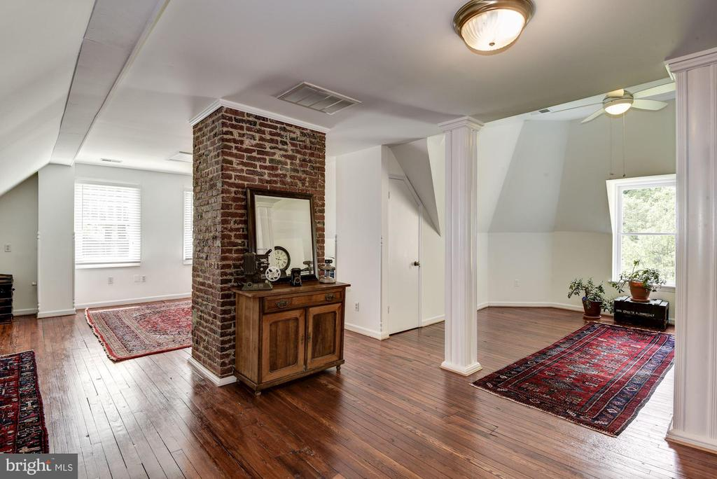 Tall ceilings and lots of natural light - 11019 KENILWORTH AVE, GARRETT PARK