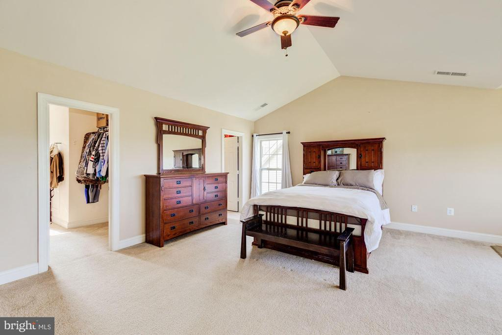 Master bedroom has dual walk in closets - 8823 BARN OWL CT, GAINESVILLE