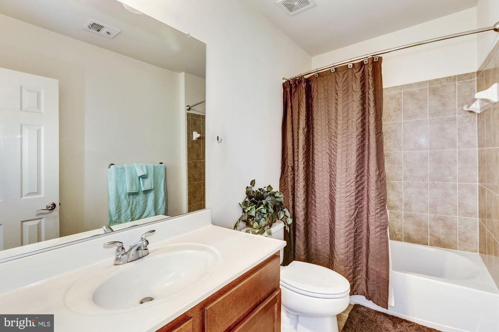 3rd bathroom on upper level - 8823 BARN OWL CT, GAINESVILLE