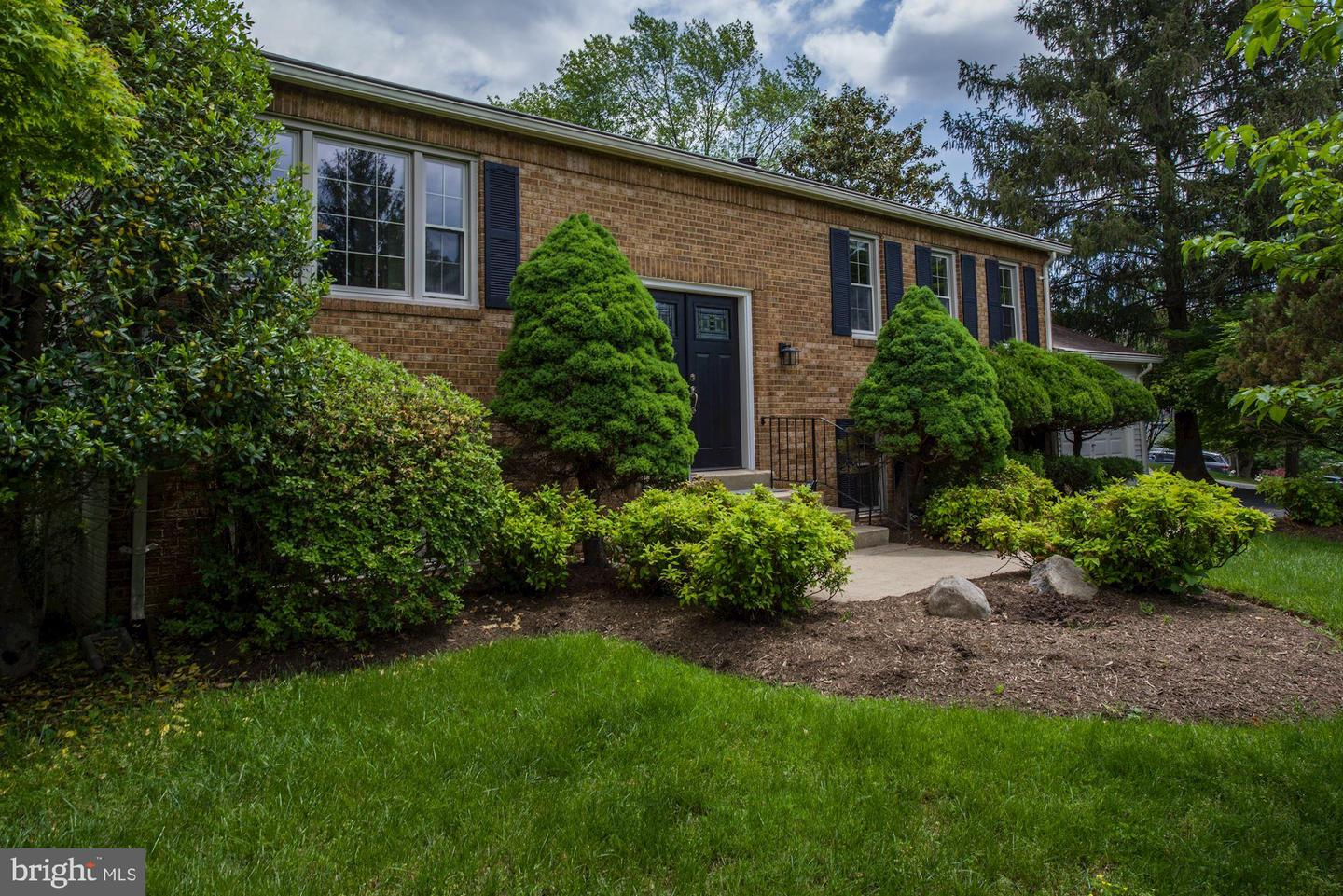 Single Family for Sale at 11925 Clover Knoll Rd 11925 Clover Knoll Rd North Potomac, Maryland 20878 United States
