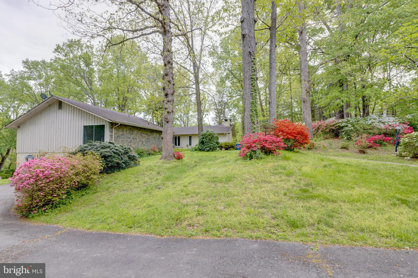Single Family for Sale at 10101 Captain Hickory Pl Great Falls, Virginia 22066 United States