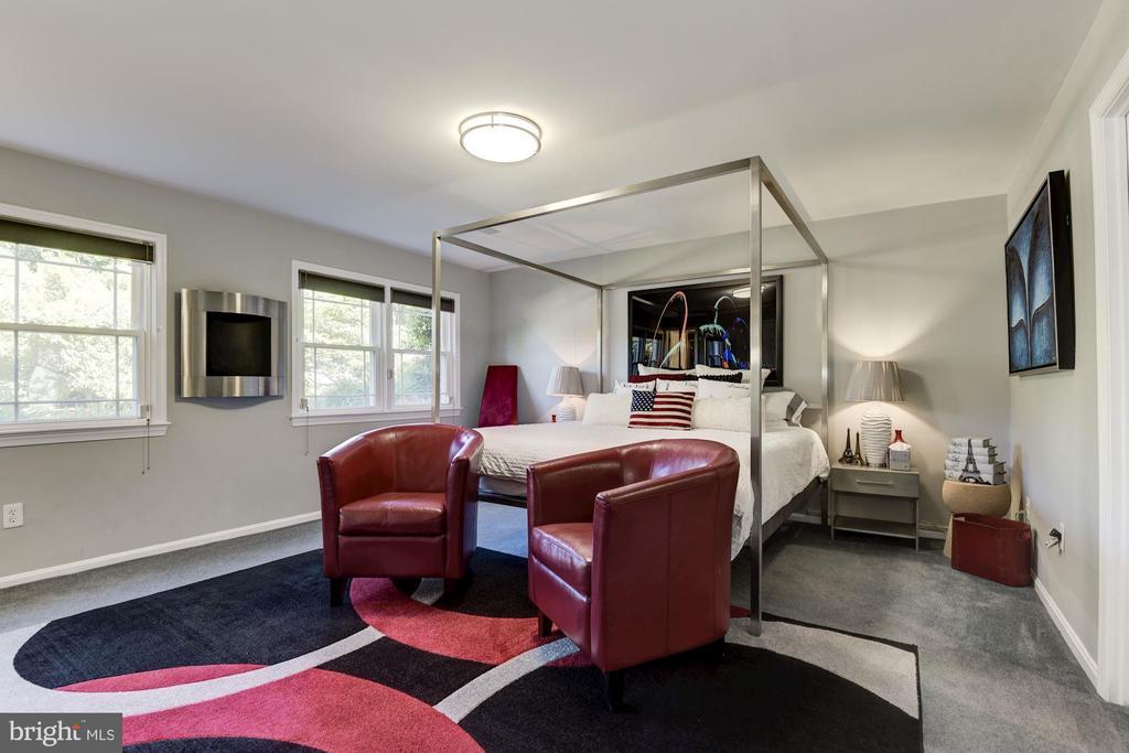 Guest Room 3 w/En Suite - 905 N HOWARD ST, ALEXANDRIA