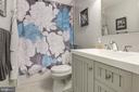Hall Full Bath - 905 N HOWARD ST, ALEXANDRIA