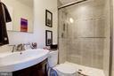 Guest Room 1 En Suite - 905 N HOWARD ST, ALEXANDRIA