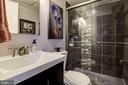 Guest Room 3 En Suite - 905 N HOWARD ST, ALEXANDRIA