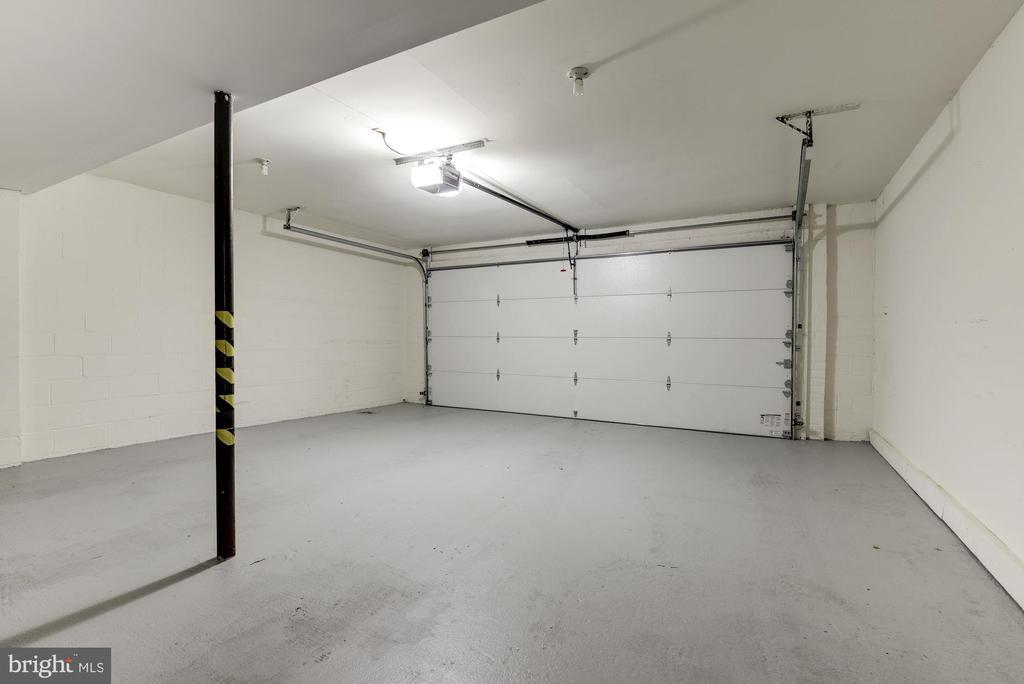 Oversized 2 Care Garage - 905 N HOWARD ST, ALEXANDRIA