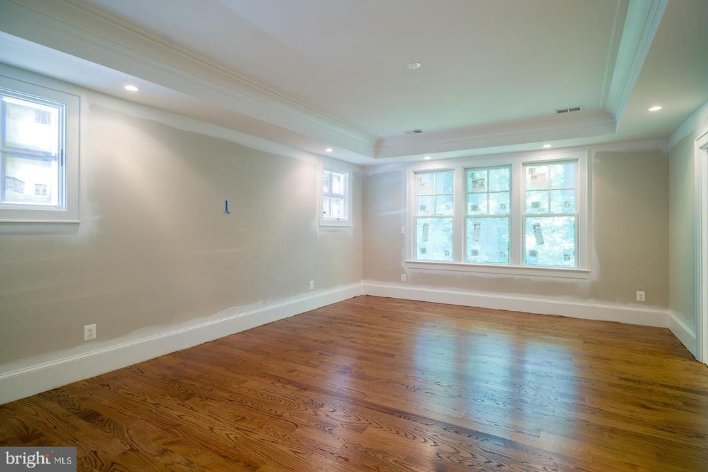 tranquil master bedroom with treed views - 2320 N VERNON ST, ARLINGTON