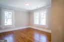 third bedroom with abundant windows - 2320 N VERNON ST, ARLINGTON