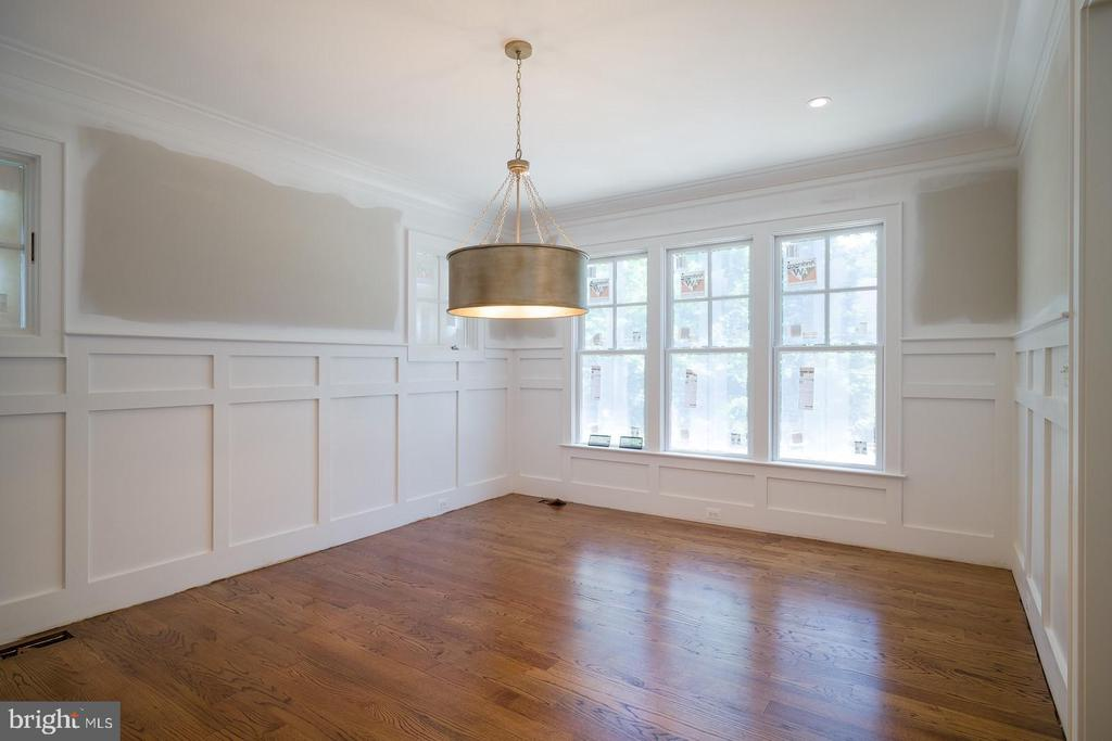 Inviting convo room or traditional dining room - 2320 N VERNON ST, ARLINGTON