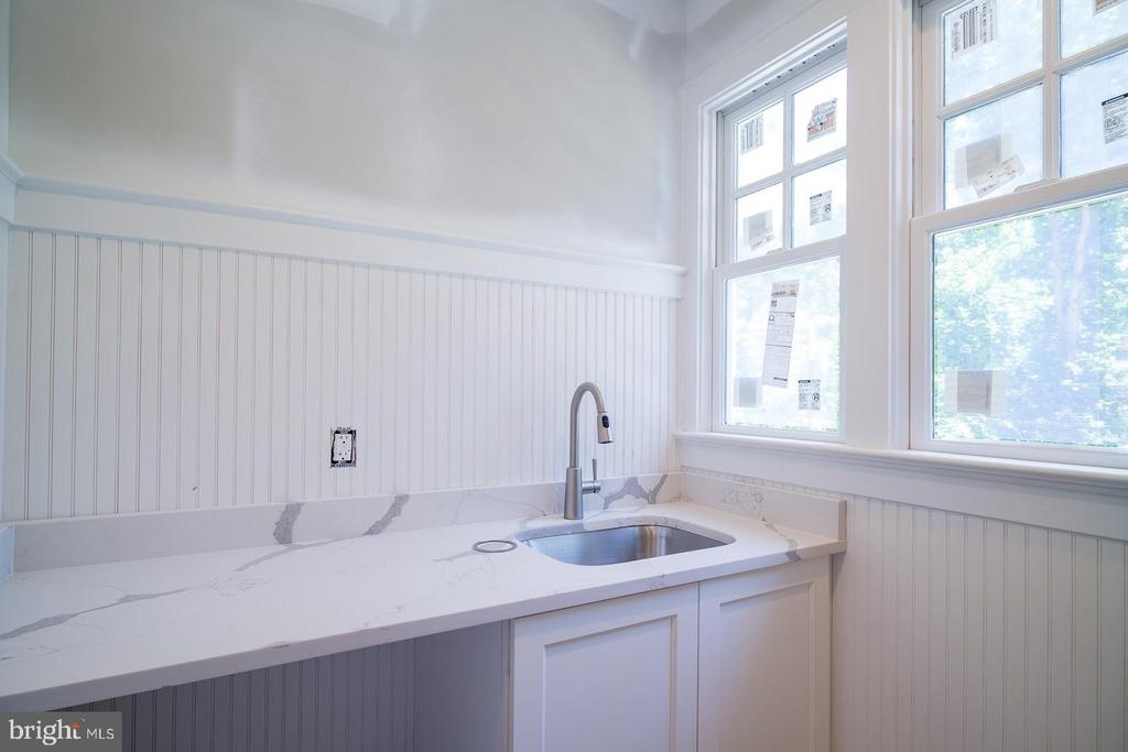 upstairs laundry room with sink and storage - 2320 N VERNON ST, ARLINGTON