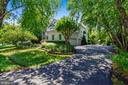 Mature trees welcome you home - 43483 FIRESTONE PL, LEESBURG