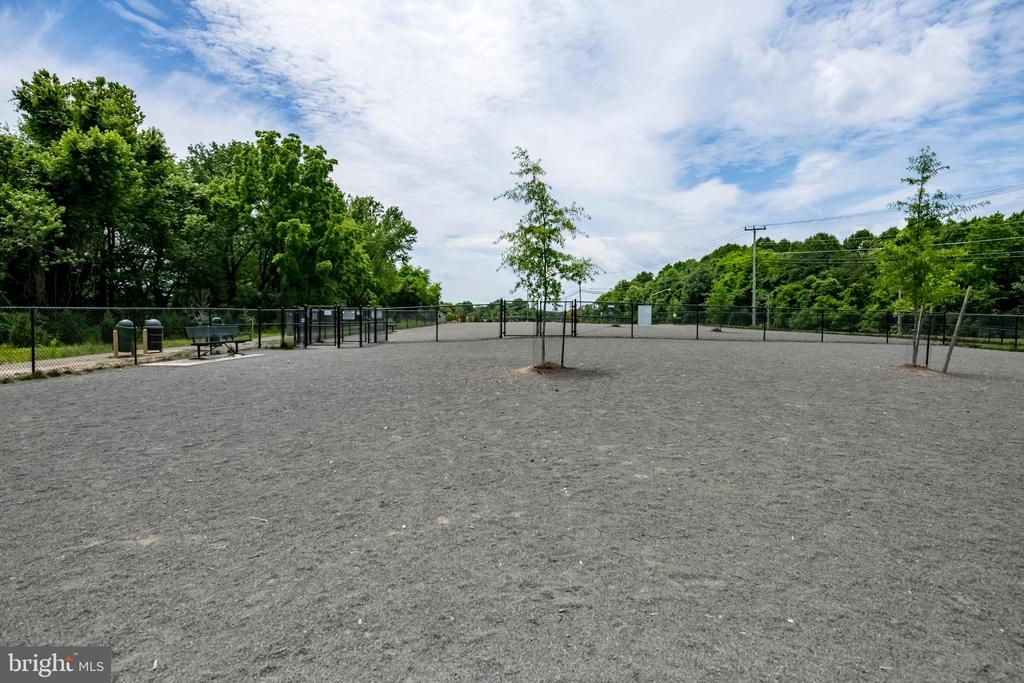 Nearby dog park - 9587 BRONTE DR, BURKE