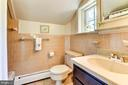 Upper level full bath - 9587 BRONTE DR, BURKE