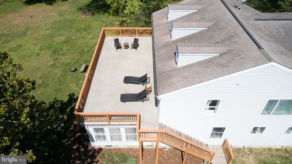 Large Terrace for Entertaining - 21 AQUIA CREST LN, STAFFORD