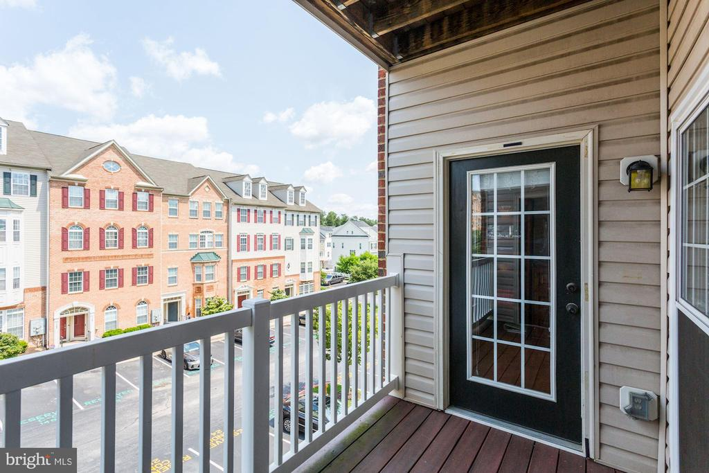 Private Outdoor Balcony - 7250 DARBY DOWNS #J, ELKRIDGE