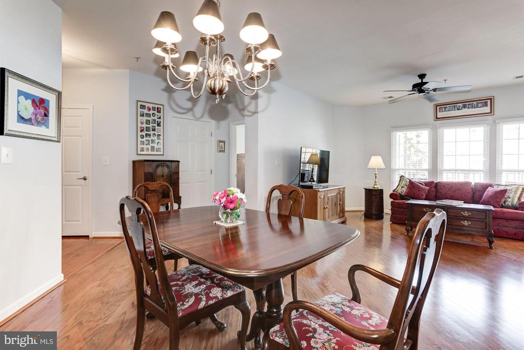 Open Concept Dining/Living Rooms - 7250 DARBY DOWNS #J, ELKRIDGE