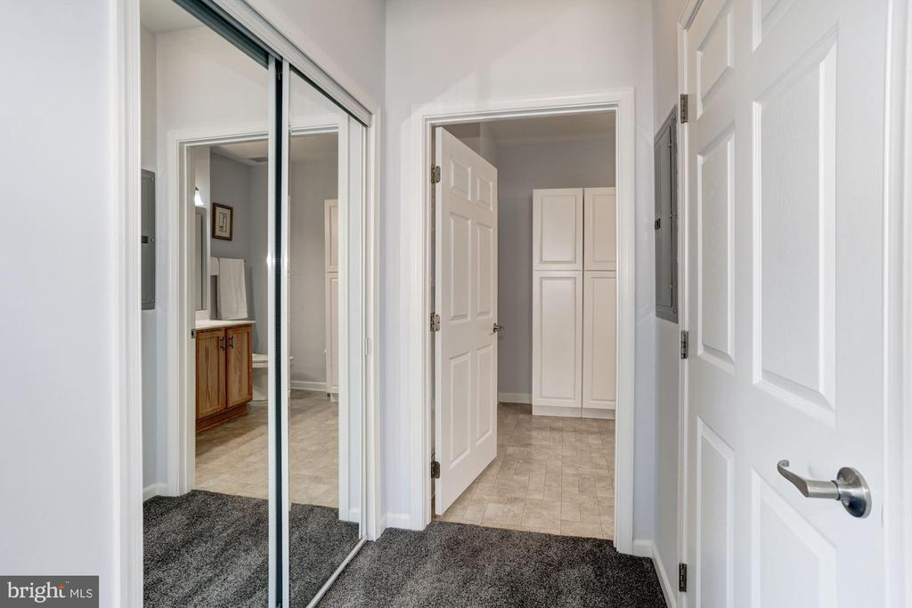 Double Master Closets - 7250 DARBY DOWNS #J, ELKRIDGE