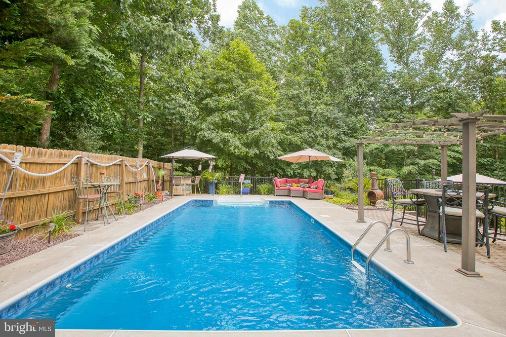 Great for entertaining - 25 SMITH LAKE DR, STAFFORD