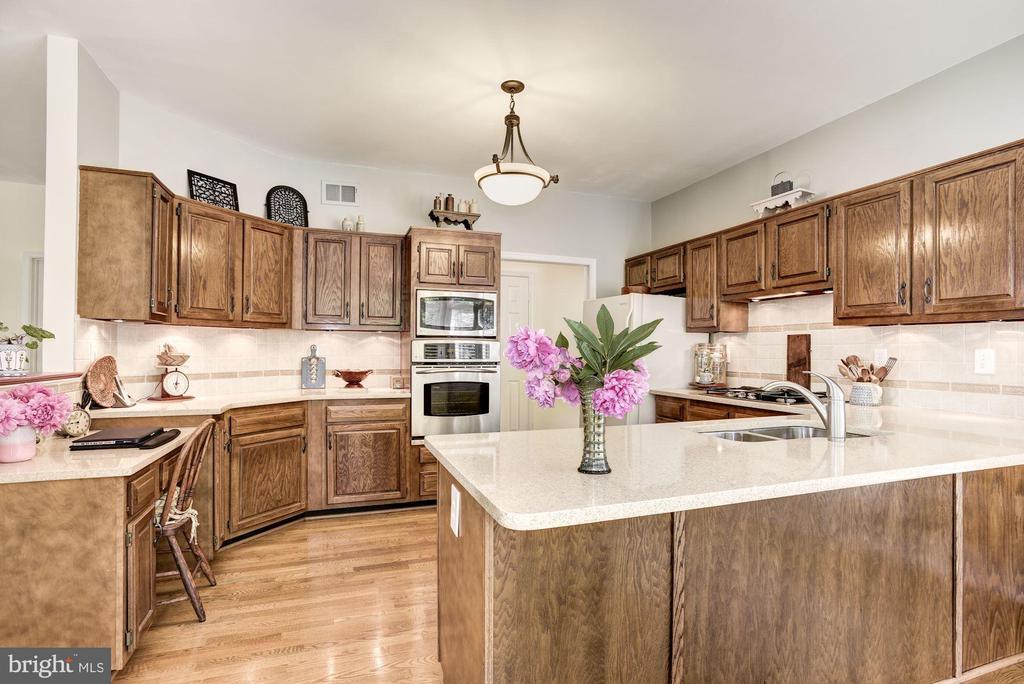 Kitchen with Beautiful Hardwood Floors - 21099 RAINTREE CT, ASHBURN
