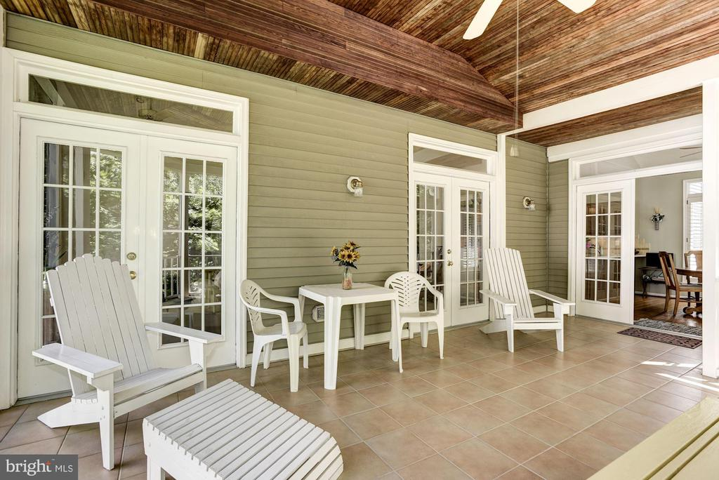 Screened in Porch with Tile Floors - 21099 RAINTREE CT, ASHBURN