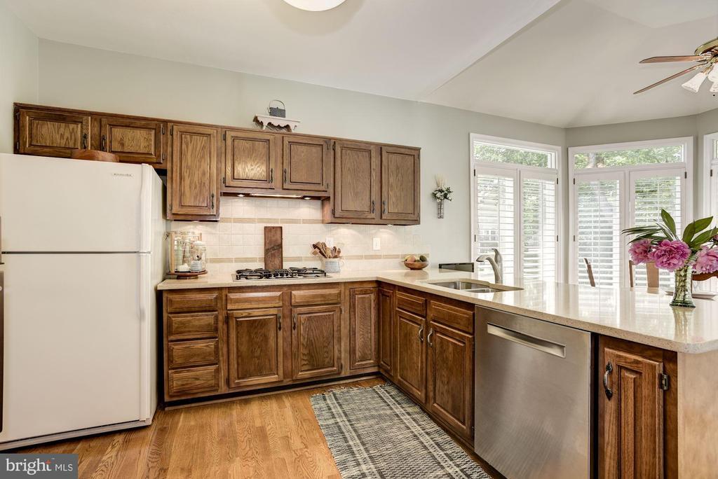 Kitchen - 21099 RAINTREE CT, ASHBURN
