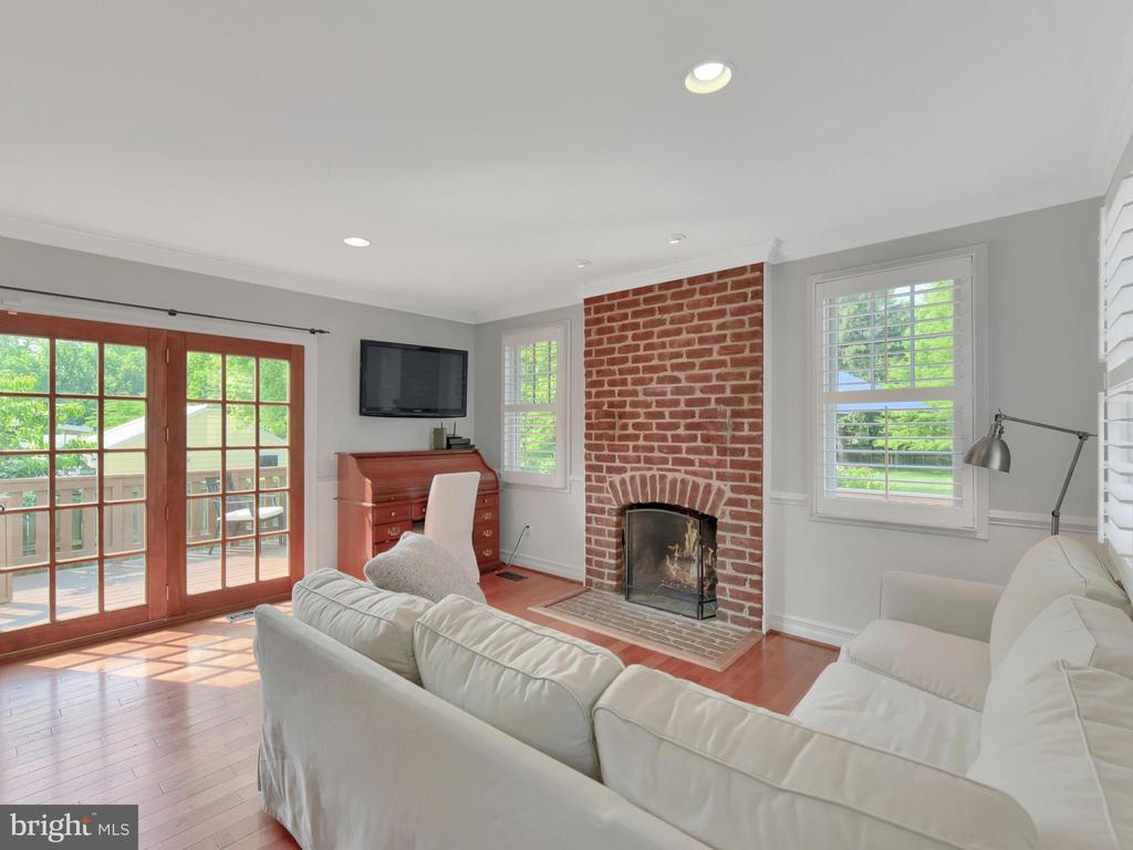 Family Room with Brick Fireplace - 6823 BUCKINGHAM LN, BUCKEYSTOWN