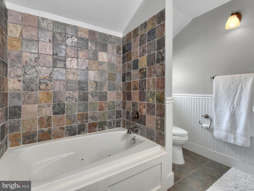 Master Bathroom - 6823 BUCKINGHAM LN, BUCKEYSTOWN