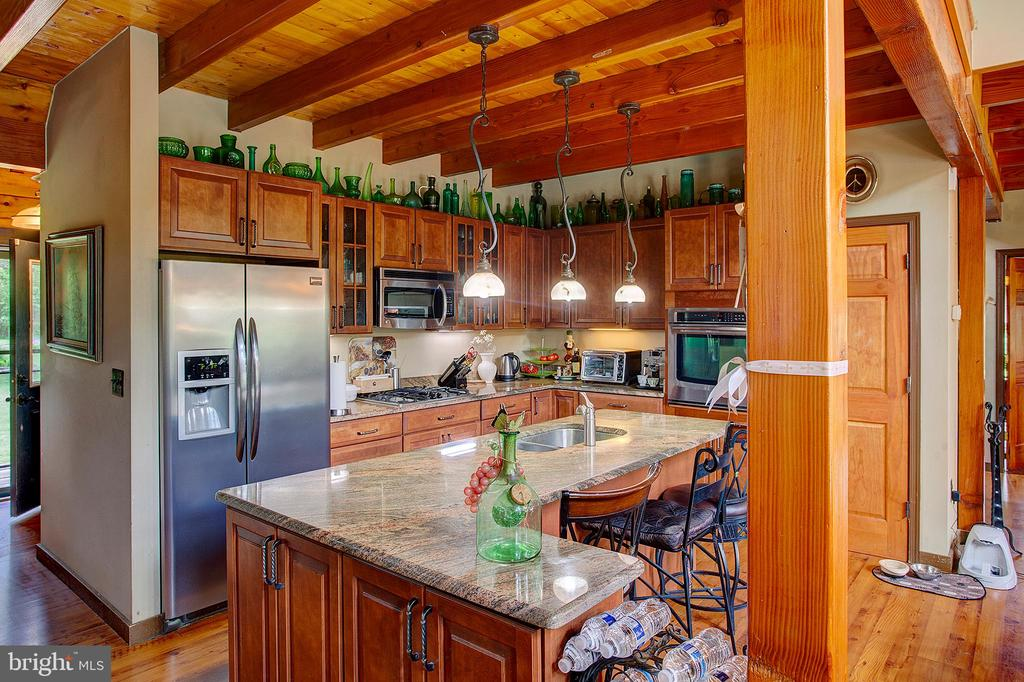 Gourmet kitchen with granite counters - 34876 PAXSON RD, ROUND HILL