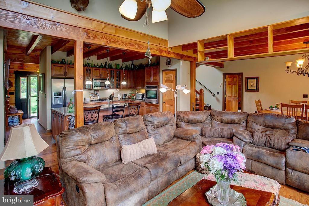 2 story great room - 34876 PAXSON RD, ROUND HILL