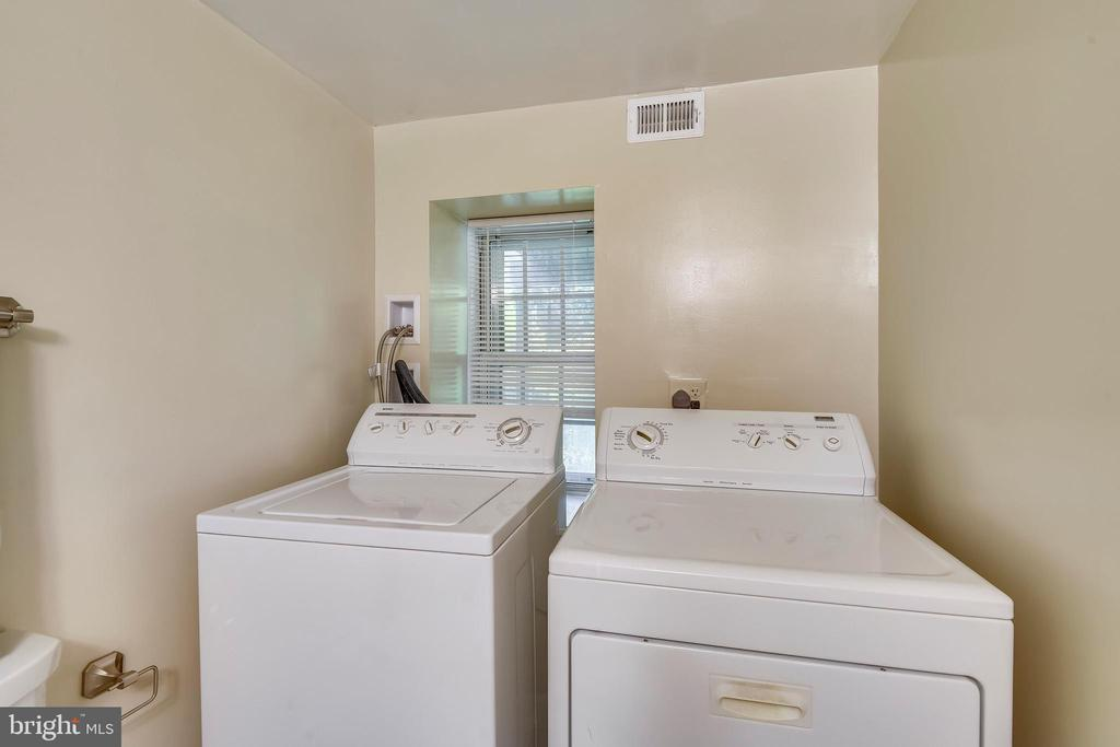 Laundry nook with full-sized machines - 4833 28TH ST S #A, ARLINGTON