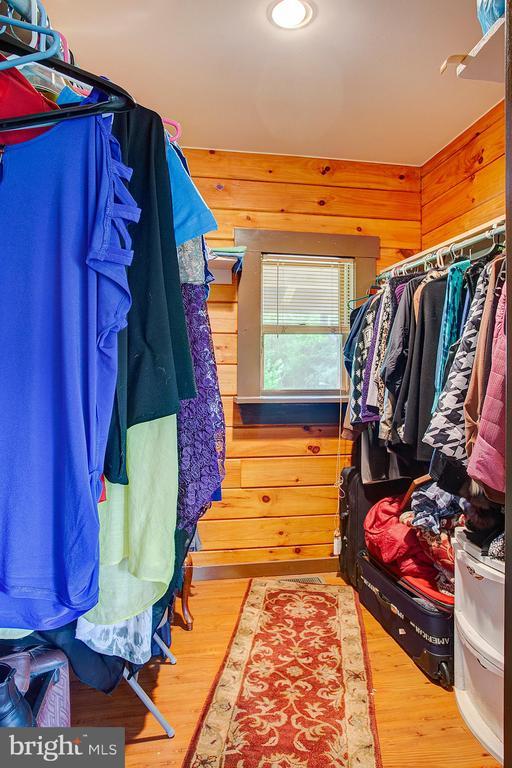 Master bedroom 2 walk in closet - 34876 PAXSON RD, ROUND HILL