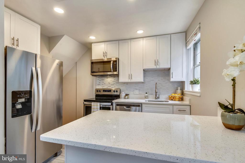 Quartz countertops - 4833 28TH ST S #A, ARLINGTON