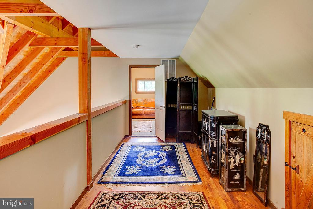 Upper level loft area - 34876 PAXSON RD, ROUND HILL