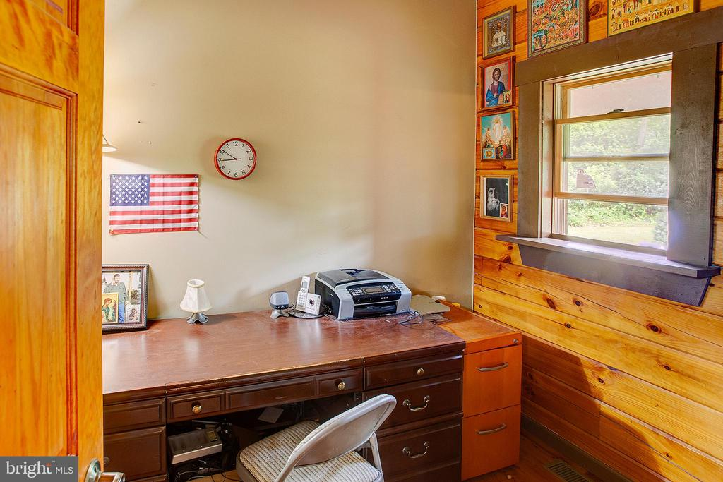 Main floor office - 34876 PAXSON RD, ROUND HILL