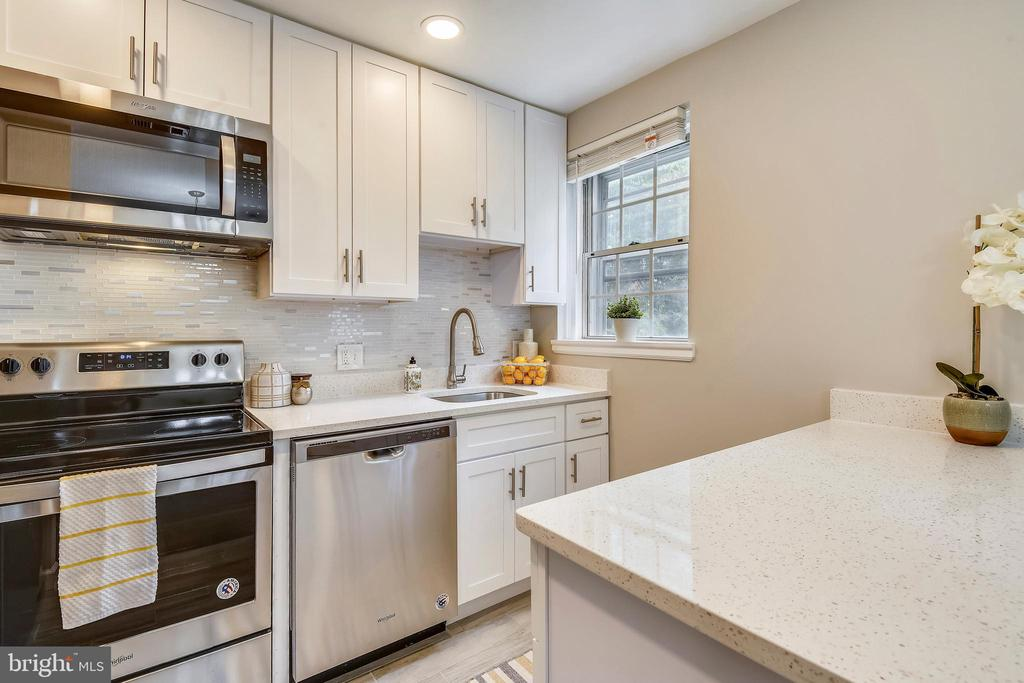 NEW stainless steel appliances - 4833 28TH ST S #A, ARLINGTON