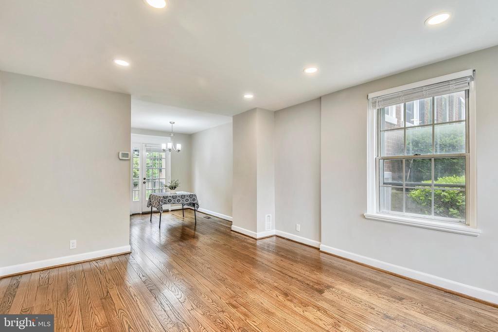 Gleaming hardwood floors - 4833 28TH ST S #A, ARLINGTON