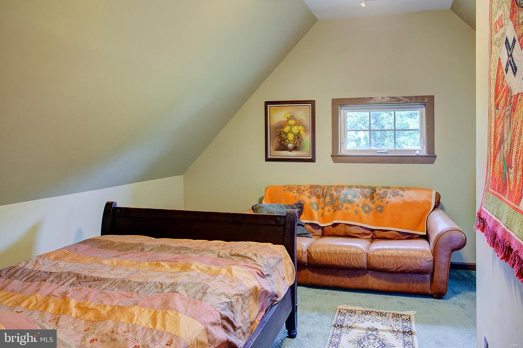Upper level bedroom 4 - 34876 PAXSON RD, ROUND HILL