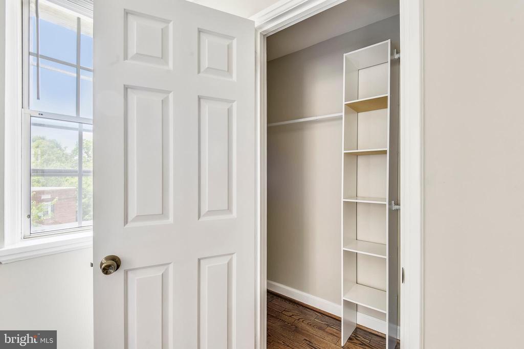 Walk-in closet - 4833 28TH ST S #A, ARLINGTON