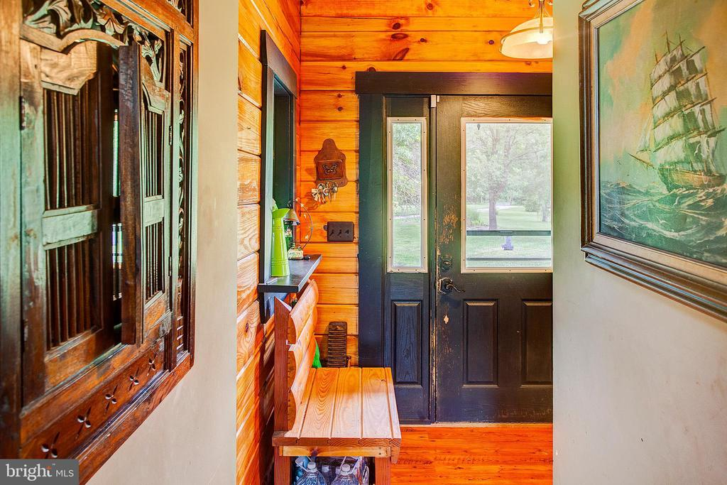 Entry - 34876 PAXSON RD, ROUND HILL