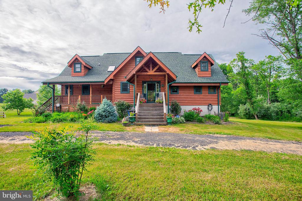 Custom log home on 3 acres with guest house! - 34876 PAXSON RD, ROUND HILL