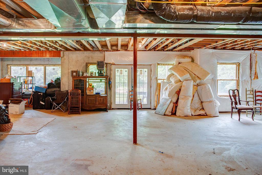 Huge basement awaits your final touches! - 34876 PAXSON RD, ROUND HILL