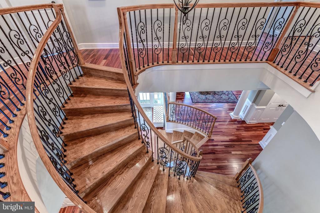 Elegant Curved Staircase - 18278 RIVIERA WAY, LEESBURG