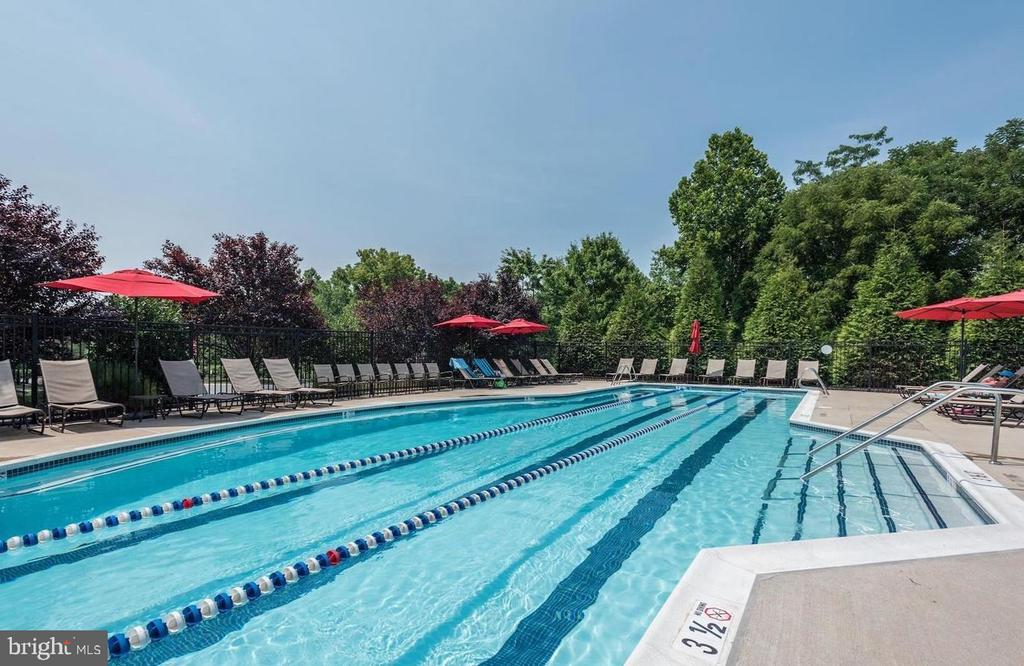 River Creek Community Pool - 18278 RIVIERA WAY, LEESBURG