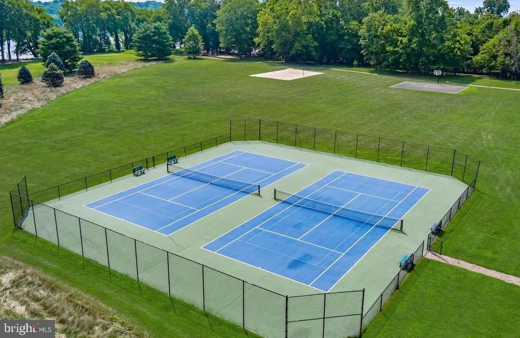 River Creek Community Tennis Courts - 18278 RIVIERA WAY, LEESBURG