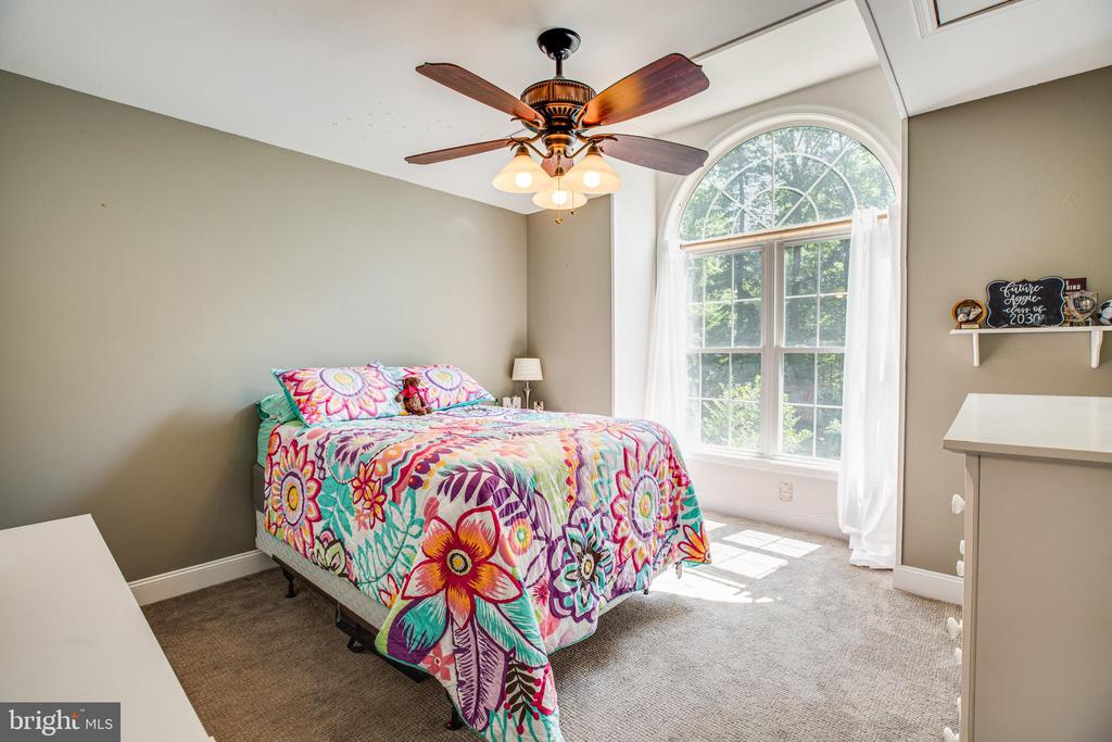 Spacious bedroom with ceiling fan - 2720 BROOKE RD, STAFFORD