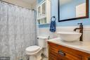 Updated full bath in upstairs hallway - 2720 BROOKE RD, STAFFORD
